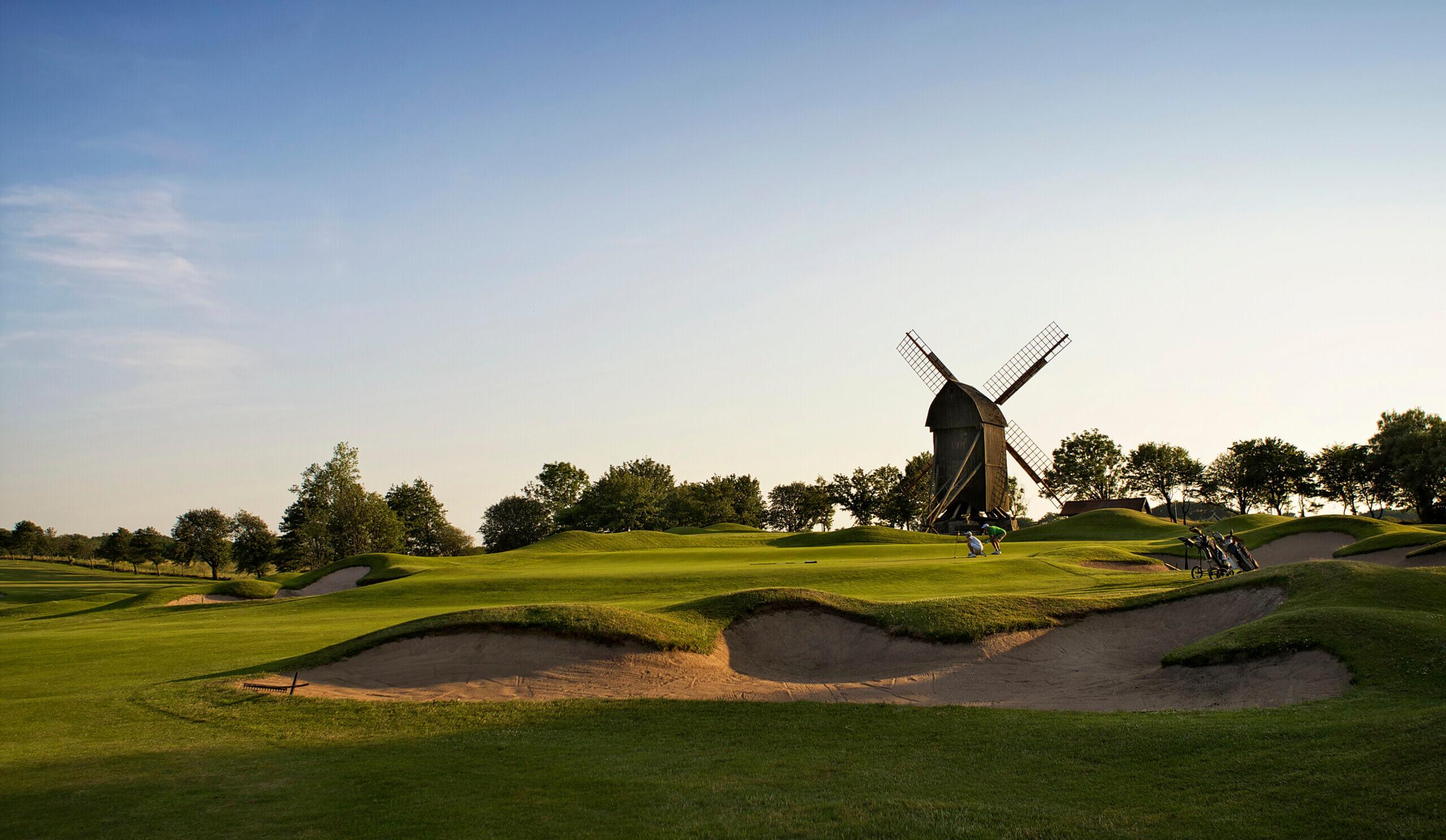 Spela golf på Båstad Golfklubb i Skåne