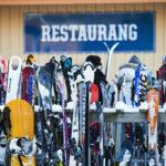 Åk skidor på Vallåsen skidanläggning nära Båstad/ Skåne. Trevlig skidåkning för familj och vänner. Cykla downhill i bikepark på sommaren.