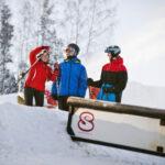 Esquía en la estación de esquí de Vallåsen, cerca de Båstad / Skåne. Buen esquí para familiares y amigos. Ciclismo cuesta abajo en un parque de bicicletas en verano.