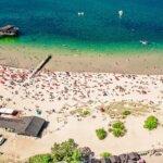 Скансен купался в гавани Бостад в Сконе, Швеция.